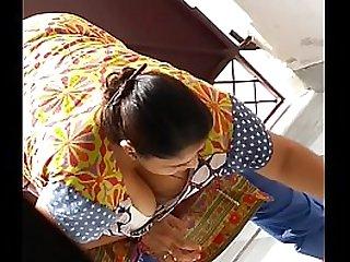 Hot indian aunty boobs