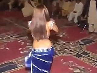 Pakistani Hot dance on henna day